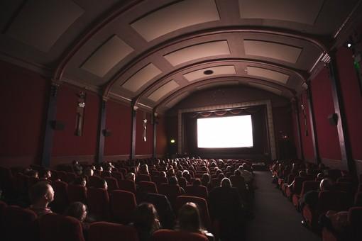 Cinema e teatri, la capienza sale all'80%: negli stadi al 75%. Niente da fare per discoteche e concerti