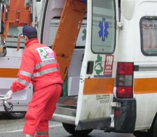 Varese: scontro tra auto in via Dolomiti. Sul posto vigili del fuoco, ambulanze e polizia locale