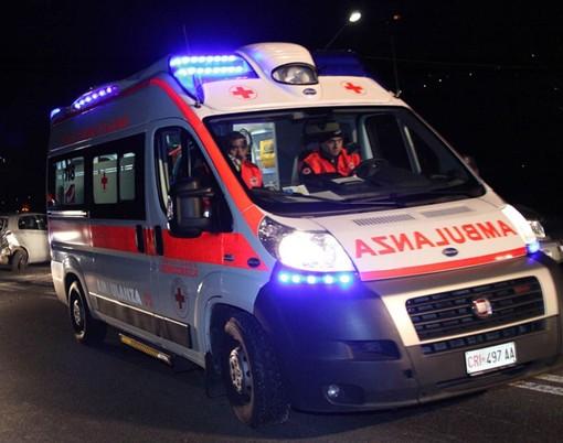 Gorla Maggiore, auto si ribalta in viale Italia. Tre ragazzi feriti, uno gravemente