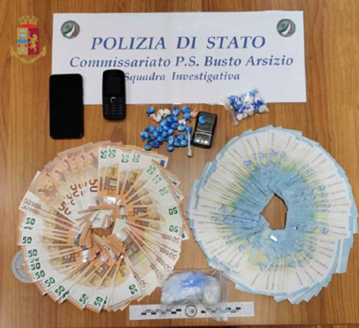 """La polizia di Busto arresta un """"ambulante"""" della coca: aveva clienti tra Alto Milanese e Basso Varesotto"""