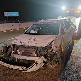 L'auto dopo l'incidente (foto da ilSaronno.it)