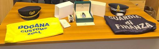 Trovato alla dogana di Chiasso con due Rolex da 50mila euro nei taschini