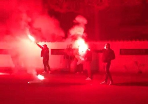 L'accoglienza dei tifosi allo stadio Speroni a Busto