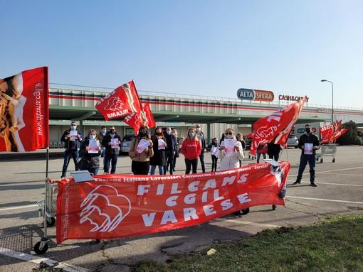 La protesta dei lavoratori con i sindacati sul Sempione
