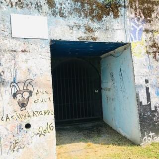 L'ingresso del bunker a Marnate, di fronte all'ex stazione ferroviaria di Prospiano