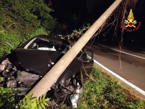 Castiglione Olona, auto si schianta contro un palo. Tre giovani coinvolti