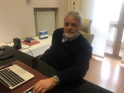 Il direttore generale dell'Asst Valle Olona Eugenio Porfido, nel suo ufficio a Busto Arsizio