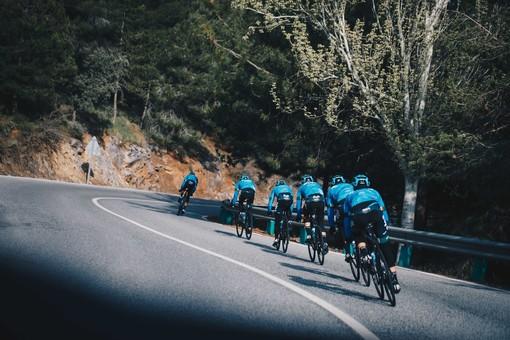 «C'è il sogno di un bambino nel nostro Giro d'Italia». Ivan Basso lancia la Eolo-Kometa ed Edward Ravasi al via della corsa rosa