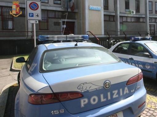 Minaccia la moglie e i cinque figli con un coltello da cucina: marito violento allontanato da casa dalla polizia