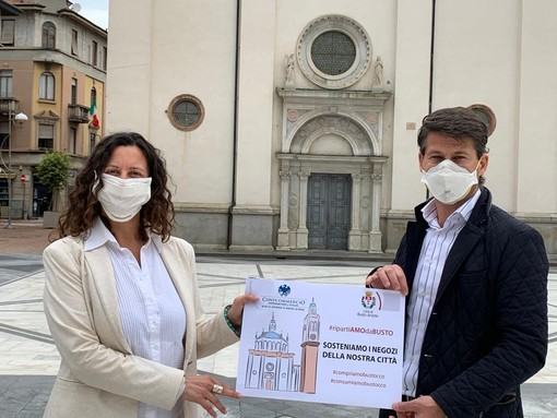 Il vicesindaco Maffioli e il presidente di Ascom Collini nella campagna sui prodotti bustocchi
