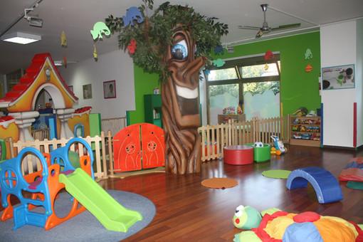 Qui e nella galleria fotografica gli spazi esterni e interni delle scuole Paffulandia: colori e fantasia a disposizione dei bimbi