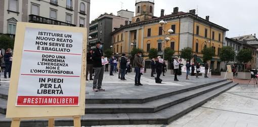 Una precedente manifestazione in piazza a Busto