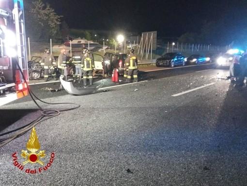 Maxi incidente in autostrada: sette feriti, due sono gravi. Raccordo dell'A26 tra Sesto e Besnate chiuso nella notte
