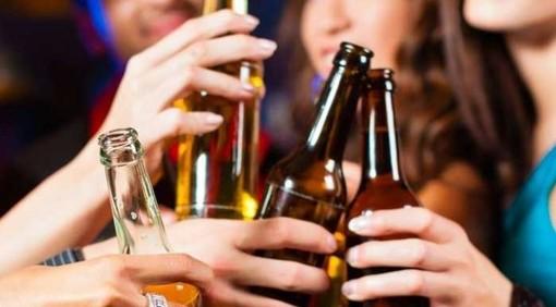Notti alcoliche: due ragazzi soccorsi a Varese e Olgiate per intossicazione etilica