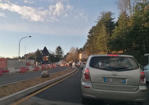 Camion fermo in via Gasparotto, traffico in tilt a Varese: code in ingresso e in uscita dalla città