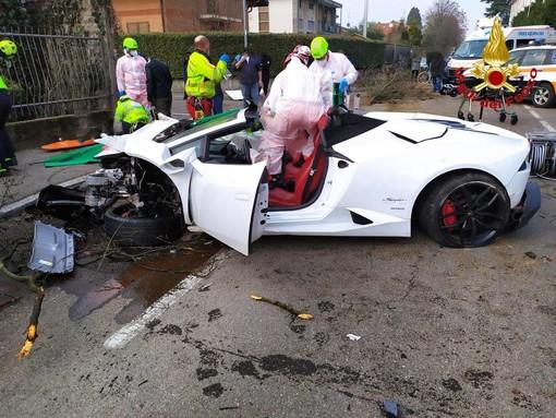 Si schianta con la Lamborghini, un ferito grave nel Comasco