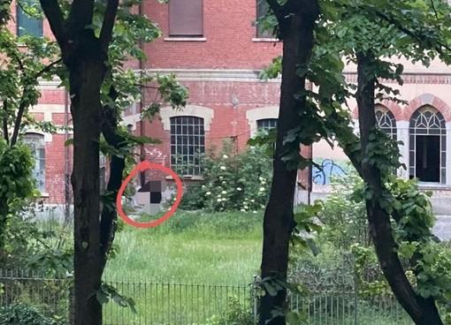 La foto di un lettore testimonia che gli ingressi nell'ex calzaturificio proseguono