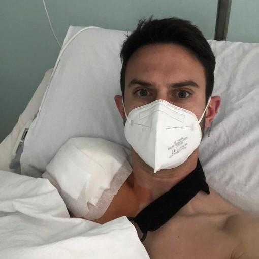 Luca Bertoni dopo l'operazione alla spalla (foto Aurora Pro Patria)