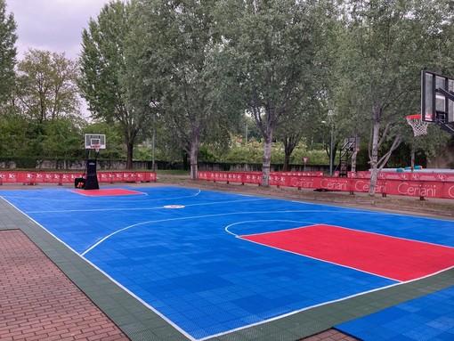 Il campo da basket del summer village è pronto ad accogliere la voglia di sport degli appassionati