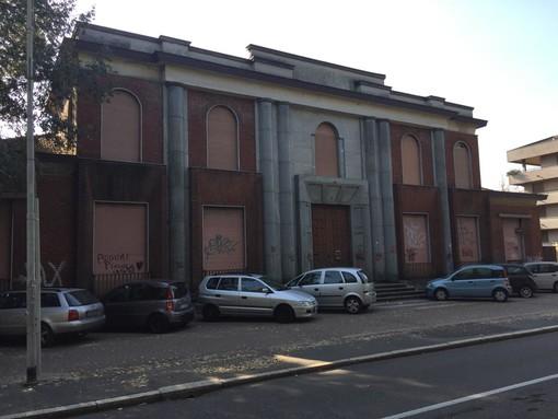 La palazzina ex Gil in via Milano. Sotto: Garbarino, Radice e Pavan fanno il punto dopo 8 mesi di governo della città
