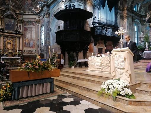 L'addio di Varese a Giovanni Pierantozzi. «Per ricordare davvero papà, fate di tutto per vaccinare i cittadini»