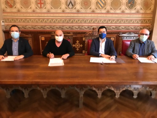 La firma del protocollo nella sala stemmi di Palazzo Malinverni