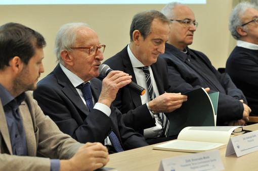 Il dottor Ambrogio Gobbi a una conferenza di alcuni anni fa (foto di repertorio)