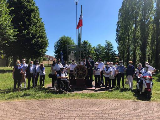 Foto di gruppo postata dal sindaco di Gorla Maggiore