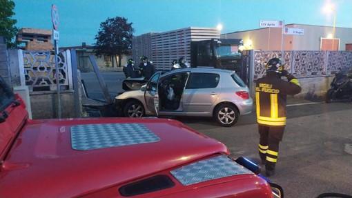 Le immagini dell'incidente, con l'arrivo dei vigili del fuoco