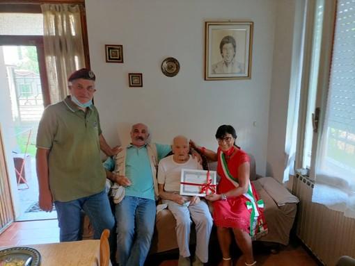 Il sindaco Galli e i simpatizzanti hanno reso omaggio a Cassinotti