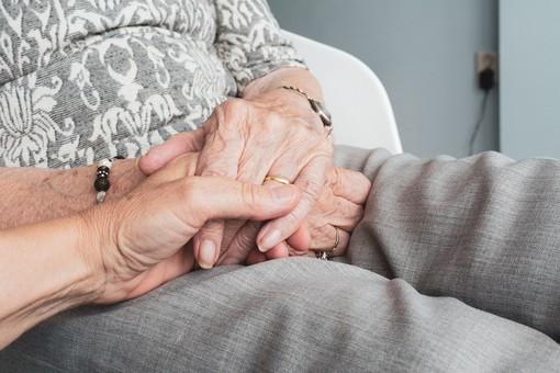 Busto, nell'ex albergo troveranno casa separati over 50 e anziani. E arrivano 80 posti di lavoro