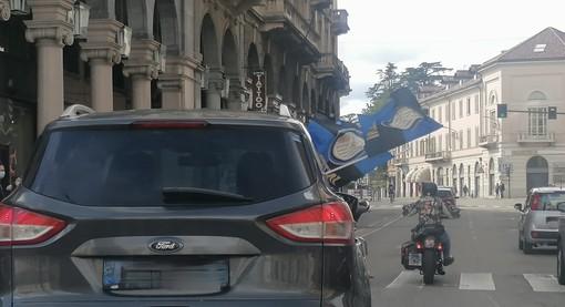 VIDEO e FOTO. Inter campione d'Italia: tifosi nerazzurri in festa in piazza Monte Grappa
