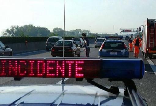 Incidente in A8. Auto si ribalta tra Busto e Castellanza, ferita una donna
