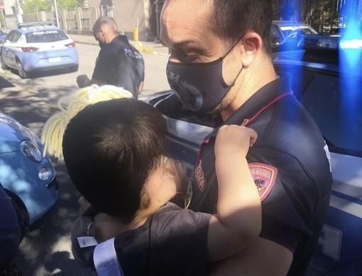 Furto, aggressione e inseguimento con bimbo a bordo. Due donne arrestate dalla polizia