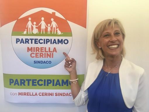 Il sindaco Mirella Cerini e un gruppo della lista Partecipiamo nella sede