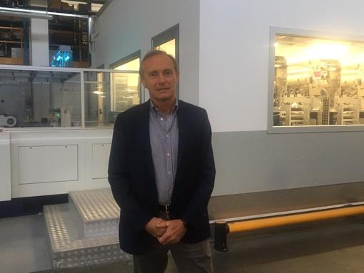 Mauro Miele vicino a uno dei nuovi macchinari dell'azienda di Gorla Minore (sotto l'imprenditore pilota in un rally)