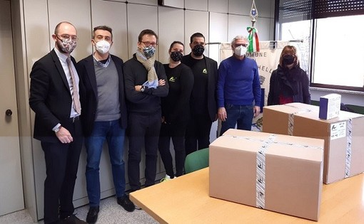 La Fen Garments di Gallarate produce mascherine, ne ha donate 2mila a Vanzaghello
