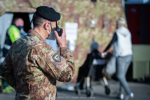I militari della Nato in una foto del profilo  Nato Rapid Deployable Corps Italy: oggi sono stati gli eroi di un bambino nella delicata procedura del tampone