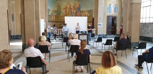 L'inaugurazione della mostra (foto dalla pagina del sindaco)