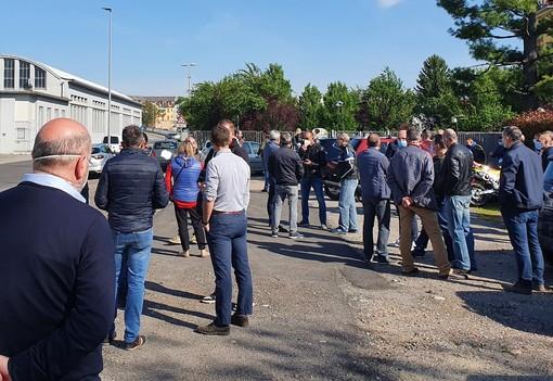 Il presidio organizzato dai sindacati in via del Roccolo
