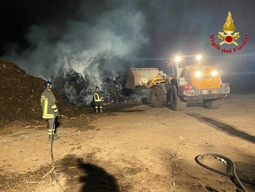 Incendio nella notte a Gallarate: fiamme in un impianto di compostaggio
