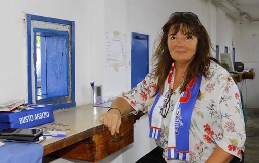 Patrizia Testa in una foto dei bei tempi in cui era in biglietteria allo stadio Speroni (per cortesia di Daniele Belosio)