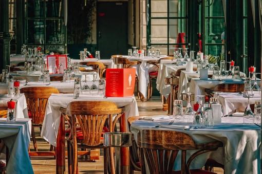 #IoApro, il ristoratore che ha portato l'iniziativa in Italia, in diretta con i varesini