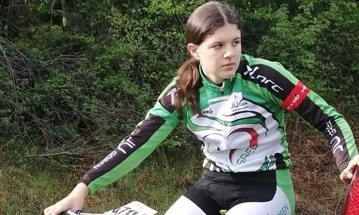 Giovanna Rogora (Ju Green Gorla Minore) prima sul traguardo di Cuasso al Monte