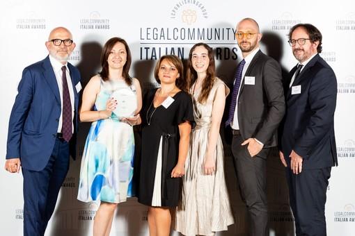 Il ritiro del premio avvenuto a Roma nella foto pubblicata sui social