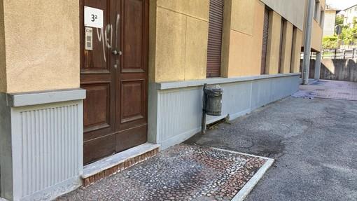Un'altra missione compiuta dal consigliere Esposito, ripuliti i graffiti alla scuola di Bosto