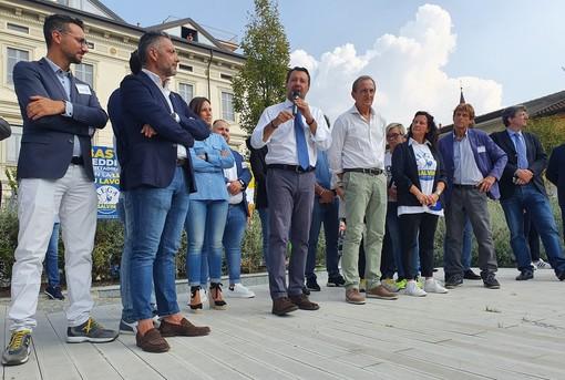 Salvini: «A Busto squadra che vince non si cambia». Dal palco i «no a ius soli, droga libera e obbligo vaccinale»