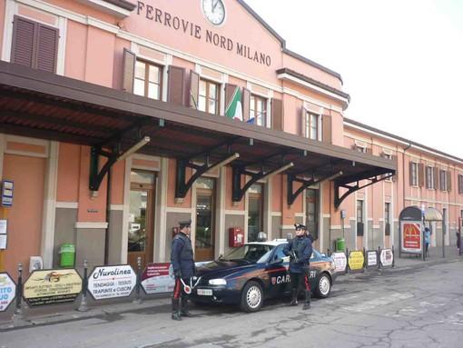 Foto d'archivio dei carabinieri di Saronno davanti alla stazione di piazza Cadorna