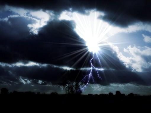 Colpo di coda finale dei temporali. Da lunedì torniamo davvero in estate