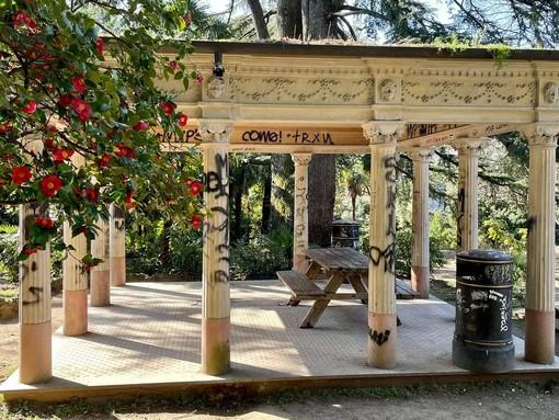 FOTO. Villa Augusta devastata dai vandali, Gregori (La Civica): «Una vergogna»